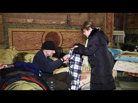 Βατικανό: Άνοιξε εκκλησία για να φιλοξενήσει άστεγους - Τα McDonald's προσφέρουν φαγητό