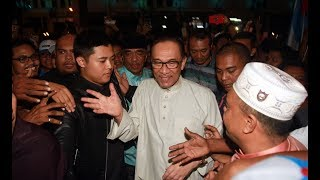 anwar malaysia can move on after ag crisis solved