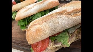 Sándwiches de matambre arrollado con manteca de hierbas