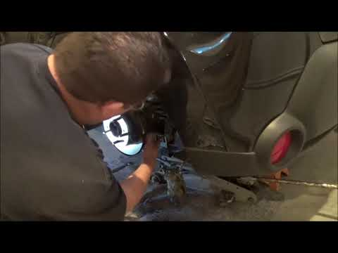 DIY – How to Replace Rear Brake Pads and Rotors – 2014 Kia Soul & 2014 Kia Forte