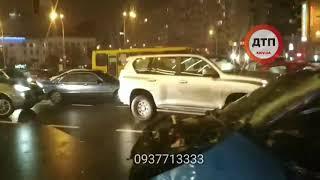 Full: Первые минуты после смертельного ДТП в Киеве на Победы: женщина из Мазды еще жива. Полное
