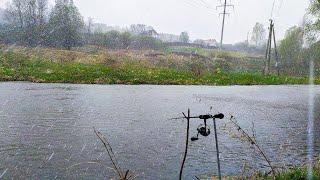 ЛОВЛЯ ГОЛАВЛЯ НА ДОНКУ НА РЕКЕ В ШТОРМ И ГРАД Рыбалка весной 2021