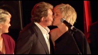 Le baiser du scandale entre Johnny Hallyday et Sharon Stone !