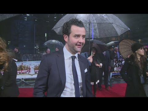 "Danny Mays ""can't find his parents"" on red carpet"