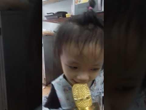 Con gái bia hát karaoke