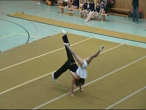 Akrobatik Duo Ralf und Jule - YouTube
