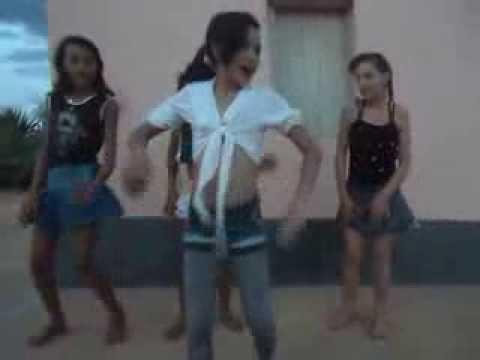 meninas dançando show das poderosas