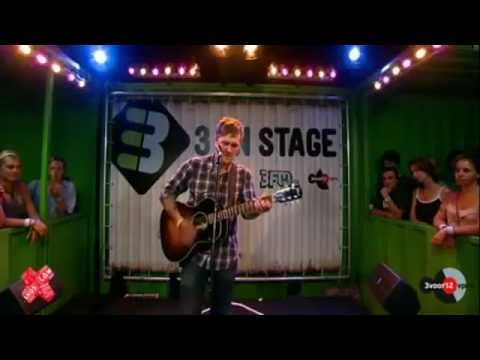 Brian Fallon -1930 (acoustic) 3 on stage