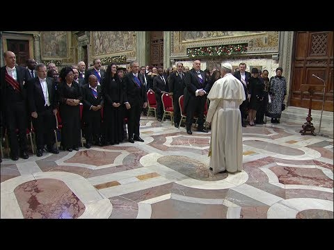 Pope to diplomats: Politics is forward-looking, not only short-term solutions