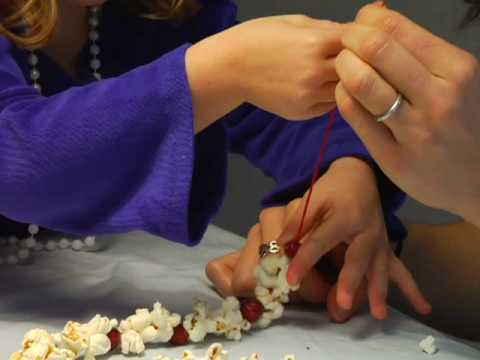 How To Make A Popcorn Cranberry Garland For Your Christmas