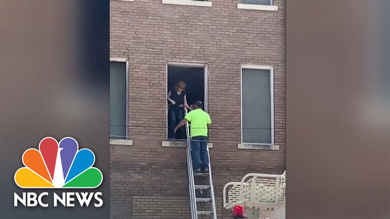 Reba McEntire, team rescued from Oklahoma building after ...
