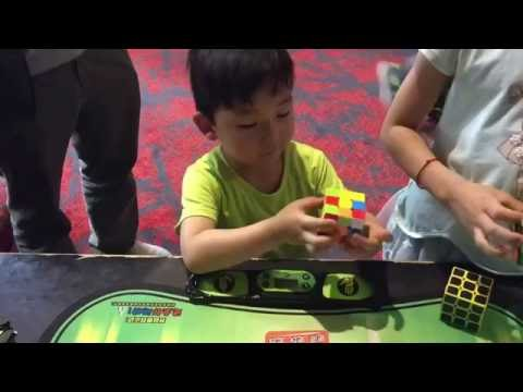 Small Wonder 4 year old solves the Rubik's cube under 40sec