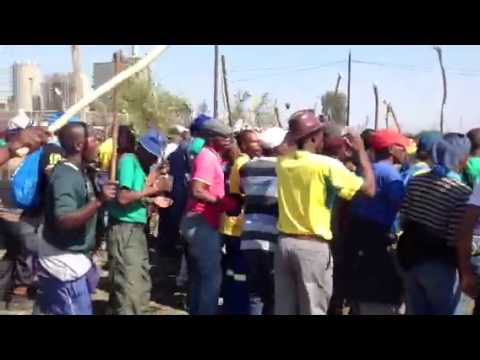 Marikana miners marching in front of police