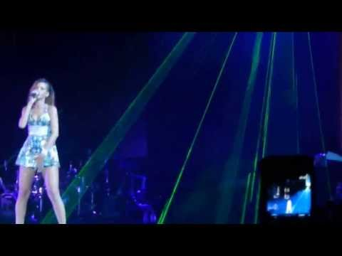 Rihannas hits Medley Diamonds World Tour Staples Center Los Angeles