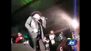 Julion Alvarez en Rancho El Palomino, Dodge City, Kansas 8-3-13