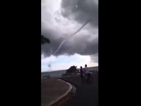 Tornado en la avenida espa a youtube - Tornados en espana ...