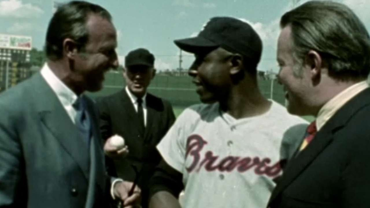 Hank Aaron collects hit No. 3,000 - YouTube