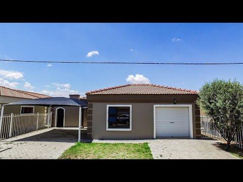 3 Bedroom House for sale in Free State | Bloemfontein | Bloemfontein Farms | 01 Mandela |