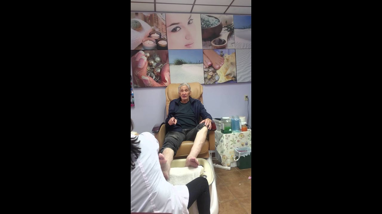 Old man getting nails done for the first time - YouTube