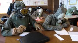 контрольная в ОЗК(курсанты пишут модульную контрольную работу в экстремальных условиях ...но на то ж они и спасатели., 2014-01-20T20:51:55.000Z)