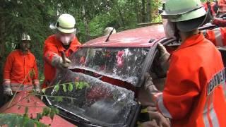 Einsatzübung Verkehrsunfall FF Wildemann thumbnail