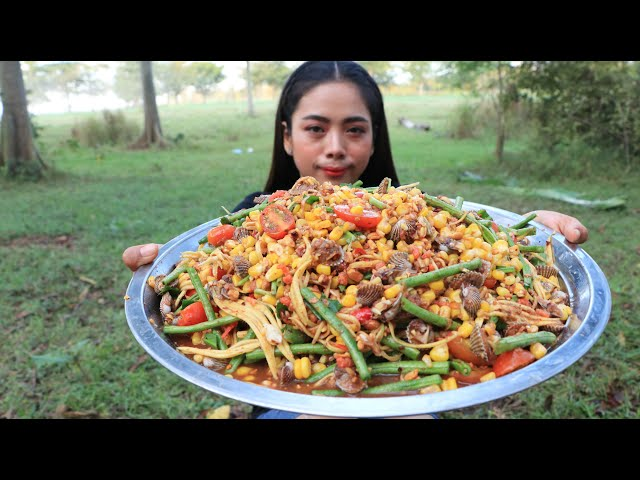 Yummy cooking blood cockle salad with vegetable recipe