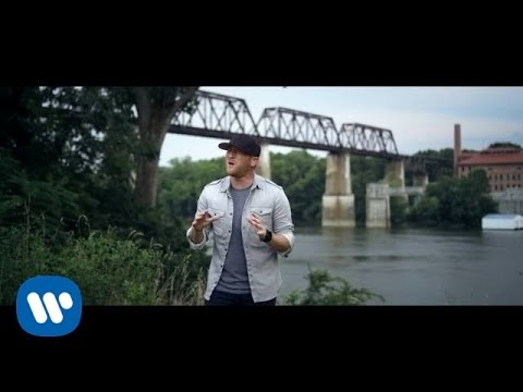 Cole Swindell – Middle Of A Memory (Official Music Video)