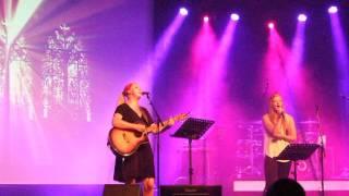Yentl zingt samen met Manouk, Ave Maria.