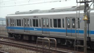 編成:2051F(各停新宿行き/Local Shinjuku)・1055F+3270F(快速急行新宿...