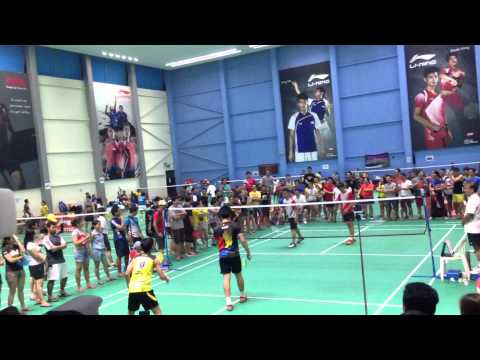 PinoySG Badminton Open 2014 - Singapore No.1 Player Derek Wong with Jeck Tolentino