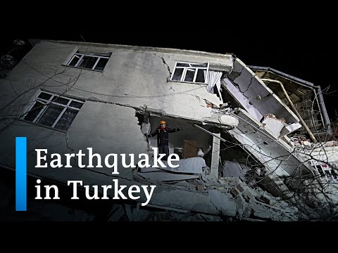 Earthquake hits eastern Turkey, killing 22 | DW News