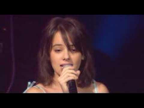 Alizée - L'E-mail a Des Ailes (Live - En Concert 2004)