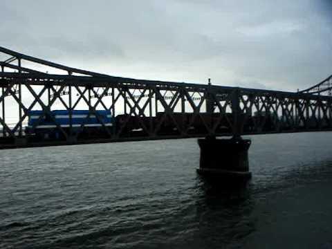 North Korean TRAIN at Border with CHINA(19.NOV.2009)