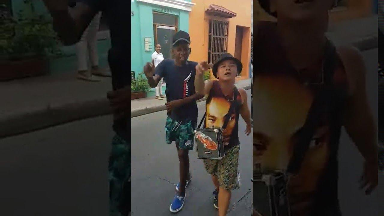 Chicos latinos en action