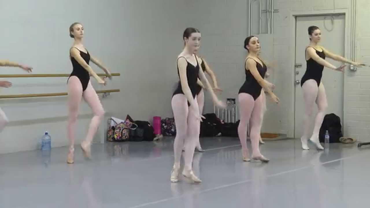 Young ballet dancer back en pointe - YouTube