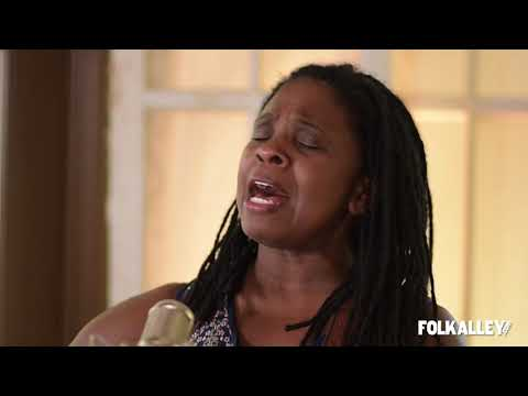 """Folk Alley Sessions At 30A: Ruthie Foster - """"Singing The Blues"""""""