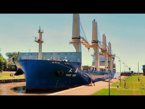 big Cosco crane ship TIAN HUI TOKH IMO 9774599 & tugs hauling process sealock
