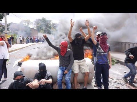 Manifestantes y policía se enfrentan en Honduras