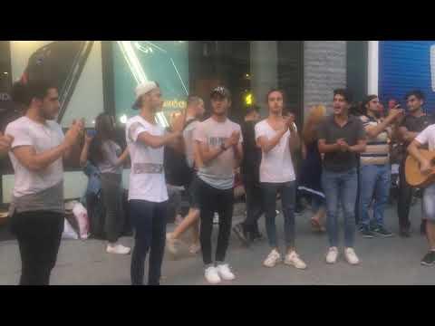 Sensiz yasayabilmirem istiklal caddesi gencler söylüyo süperler Istanbul 2017