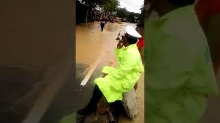 Download Video Banjir di jalan beler balikpapan tepat di depan hotel herly MP3 3GP MP4
