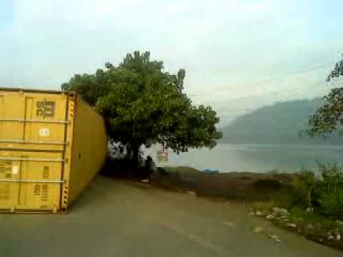 ACCIDENT PRONE ZONE: TRUCK DRIVER MIRACULOUSLY ESCAPES FROM THE JAW OF DEATH.MP4