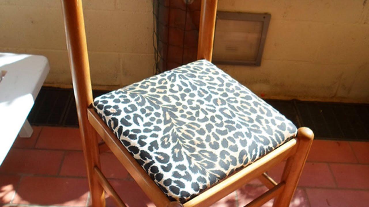 Tappezza la seduta di una vecchia sedia fai da te casa - Tappezzare una sedia ...
