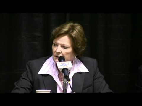 Pat Summitt gives Holly Warlick her whistle