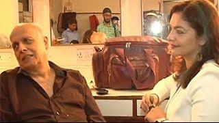Mahesh Bhatt, Pooja Bhatt relive a nostalgic moment