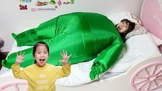 서은이 놀라게 하기 너무 힘들어요 서은이 엄마의 초록 형광맨 도전 뚱뚱이 인형 Seoeun's Mommy Green Fat Post-doll Challenge