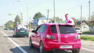Свадебный кортеж едет по Крымску