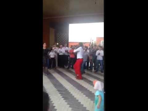 Негр на чеченской свадьбе