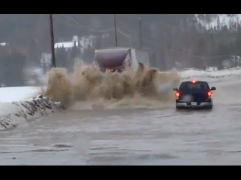 Semi Truck vs Flood