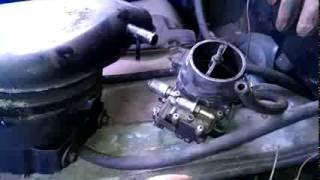 УАЗ-буханка: знімаємо карбюратор з двигуна