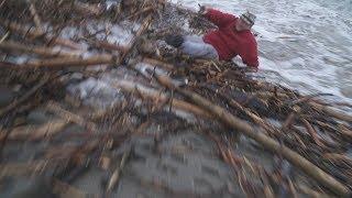 Nieostrożny turysta podczas sztormu, cofka i zagrożenie powodziowe.. - 02.01.2019